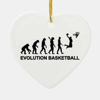 Baloncesto de la evolución adorno navideño de cerámica en forma de corazón