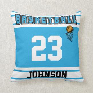 Baloncesto de los azules cielos y del blanco almohadas