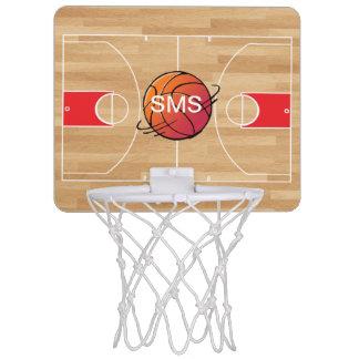 Baloncesto del monograma en la cancha de básquet minicanasta