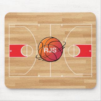 Baloncesto del monograma en la cancha de básquet alfombrilla de ratón