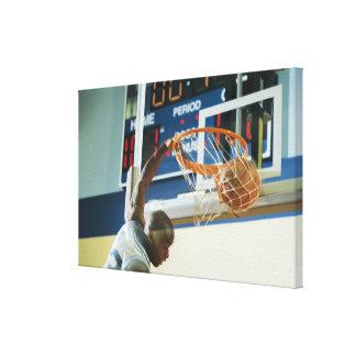 Baloncesto dunking del golpe del hombre impresion en lona