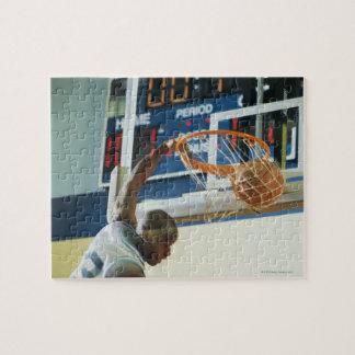 Baloncesto dunking del golpe del hombre rompecabezas con fotos
