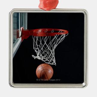 Baloncesto en aro adorno cuadrado plateado