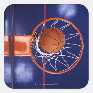 baloncesto en aro pegatina cuadrada