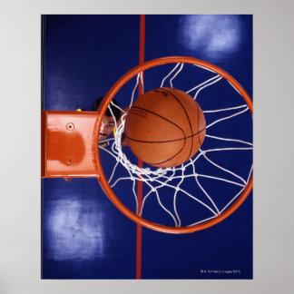 baloncesto en aro póster