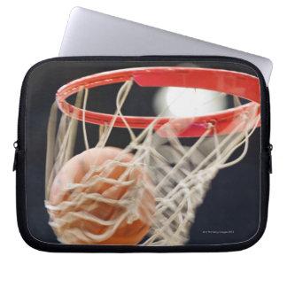 Baloncesto en cesta fundas computadoras