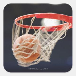 Baloncesto en cesta pegatinas cuadradases