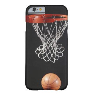 Baloncesto en el aro, primer 2 funda barely there iPhone 6