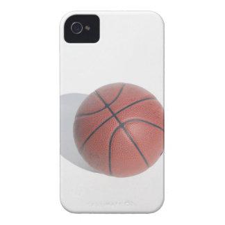Baloncesto en el fondo blanco iPhone 4 protectores
