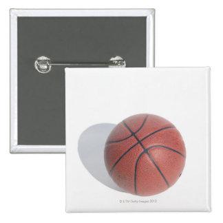 Baloncesto en el fondo blanco pin cuadrado