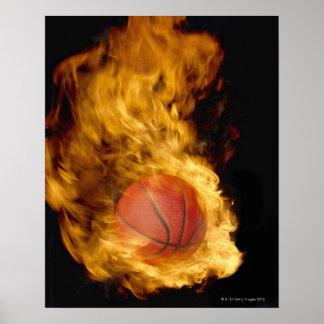 Baloncesto en el fuego (compuesto digital) póster