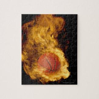 Baloncesto en el fuego (compuesto digital) rompecabezas con fotos