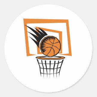 Baloncesto en la cesta etiqueta redonda