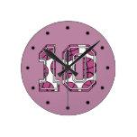 Baloncesto número 10 rosado y blanco reloj de pared