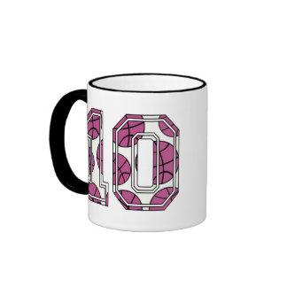Baloncesto número 10 rosado y blanco taza de café