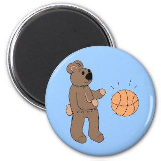Baloncesto que juega el oso de peluche imán redondo 5 cm
