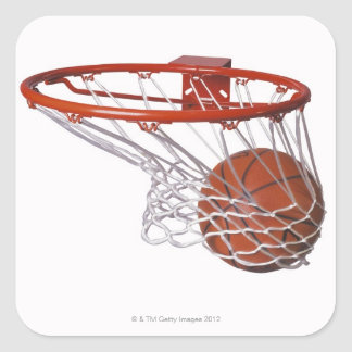 Baloncesto que pasa a través de aro pegatina cuadrada