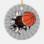 baloncesto que se rompe con potente adorno de reyes