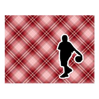 Baloncesto rojo de la tela escocesa postales