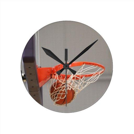 Baloncesto Swishing a través de la red Reloj
