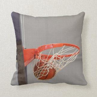 Baloncesto Swishing en la almohada de tiro neta