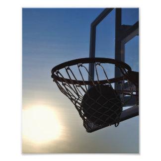 Baloncesto y aro de baloncesto fotografía