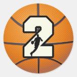 Baloncesto y jugador del número 2 etiqueta