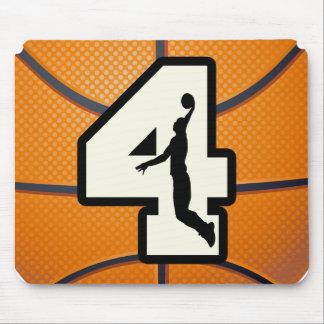 Baloncesto y jugador del número 4 mouse pads