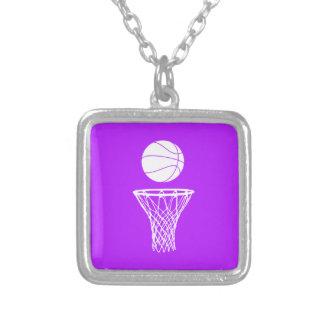 Baloncesto y púrpura del collar del aro