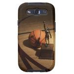 Baloncesto y trofeo en la cancha de básquet, galaxy SIII protector