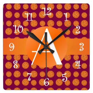 Baloncestos de la púrpura del ciruelo del monogram reloj