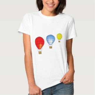Balones de aire coloridos camisas