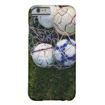 Balones de fútbol en red funda de iPhone 6 barely there
