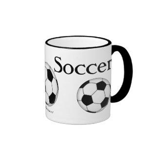 Balones de fútbol por todas partes tazas de café