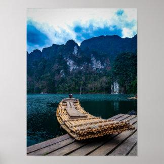 Balsa de bambú en el parque nacional Tailandia de  Póster