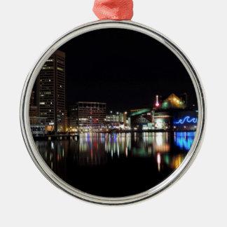 Baltimore céntrica en la noche adornos