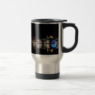 Baltimore céntrica en la noche taza de café