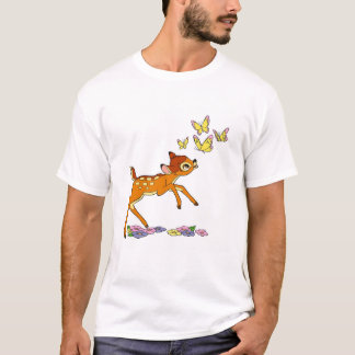 Bambi que juega con las mariposas playera