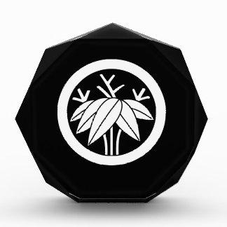 Bambú con la raíz en círculo