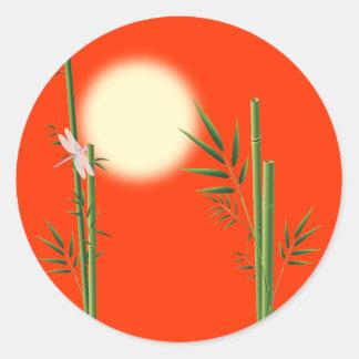 Bambú y libélula etiqueta redonda