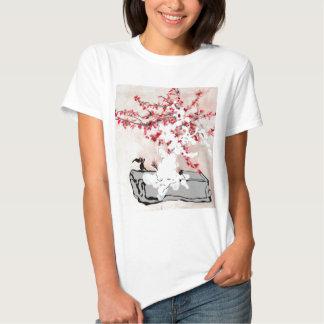 Bañado en flores de cerezo remera