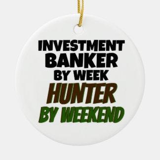 Banca de inversiones del cazador de la semana por adorno navideño redondo de cerámica