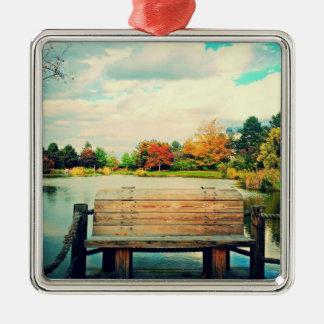 Banco de la orilla del lago adorno cuadrado plateado