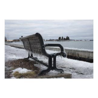 Banco de parque del lago Superior en invierno Fotografía