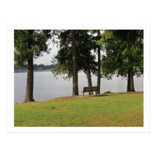 Banco de parque en la postal del meridiano del lag