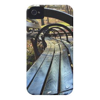 Banco de parque único en Central Park NYC iPhone 4 Protectores