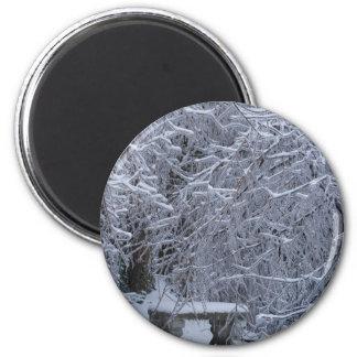 Banco en la nieve imán redondo 5 cm