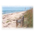 Banco en la pintura de la acuarela de la playa postales