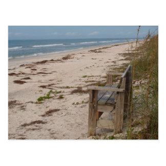 Banco en la playa tarjeta postal