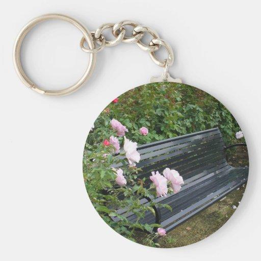 Banco en los rosas llavero personalizado